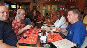 De groten der (Oracle) aarde (en ik) bijeen om wat bier te proeven in de Abita Brew Pub